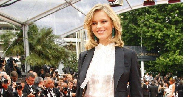 Topmodelka Eva Herzigová na festivalu v Cannes 2011.