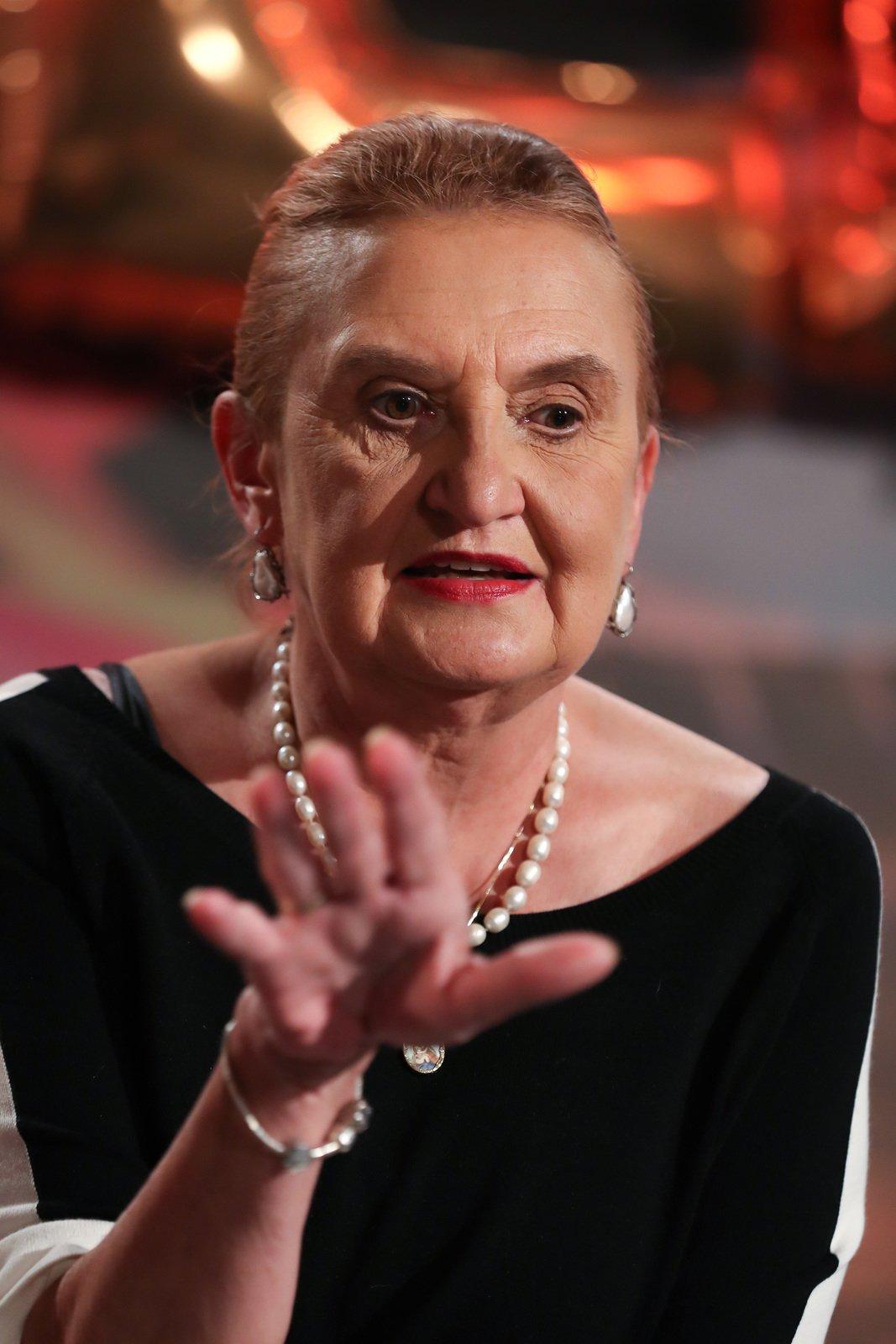 Eva Holubová se s ničím nepáře.