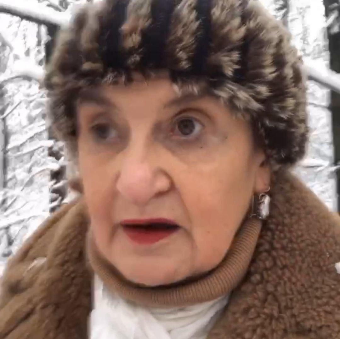 Eva Holubová si užívá zimní počasí