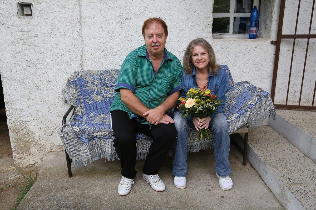 Jan Kolomazník s Evou Pilarovou na chalupě