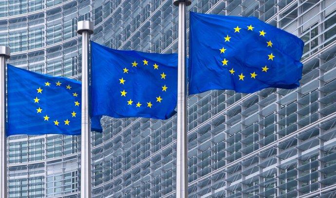 Kohezní země, včetně České republiky, se nyní odmítají podílet na téměř dva roky starém programu přerozdělování žadatelů o azyl z Itálie a Řecka. Právě kvůli tomu volají některé jiné země unie po podmíněnosti čerpání z budoucích unijních fondů.