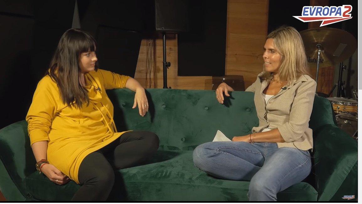 Ewa Farna při rozhovoru pro Evropu 2