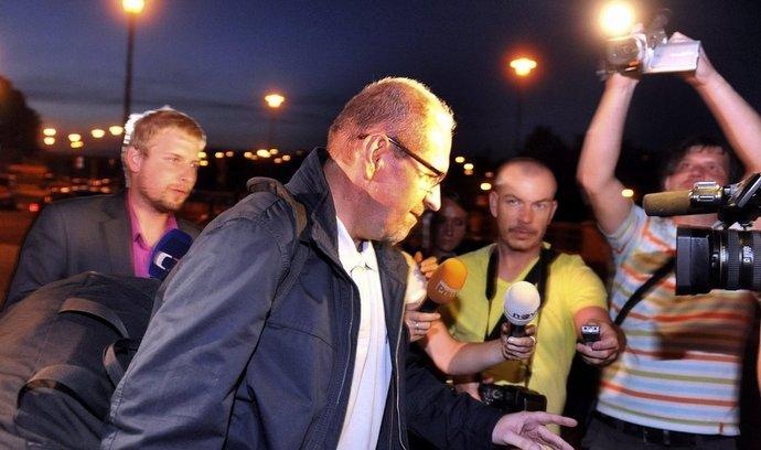 Exposlanec Ivan Fuksa opouští vazební věznici v Ostravě