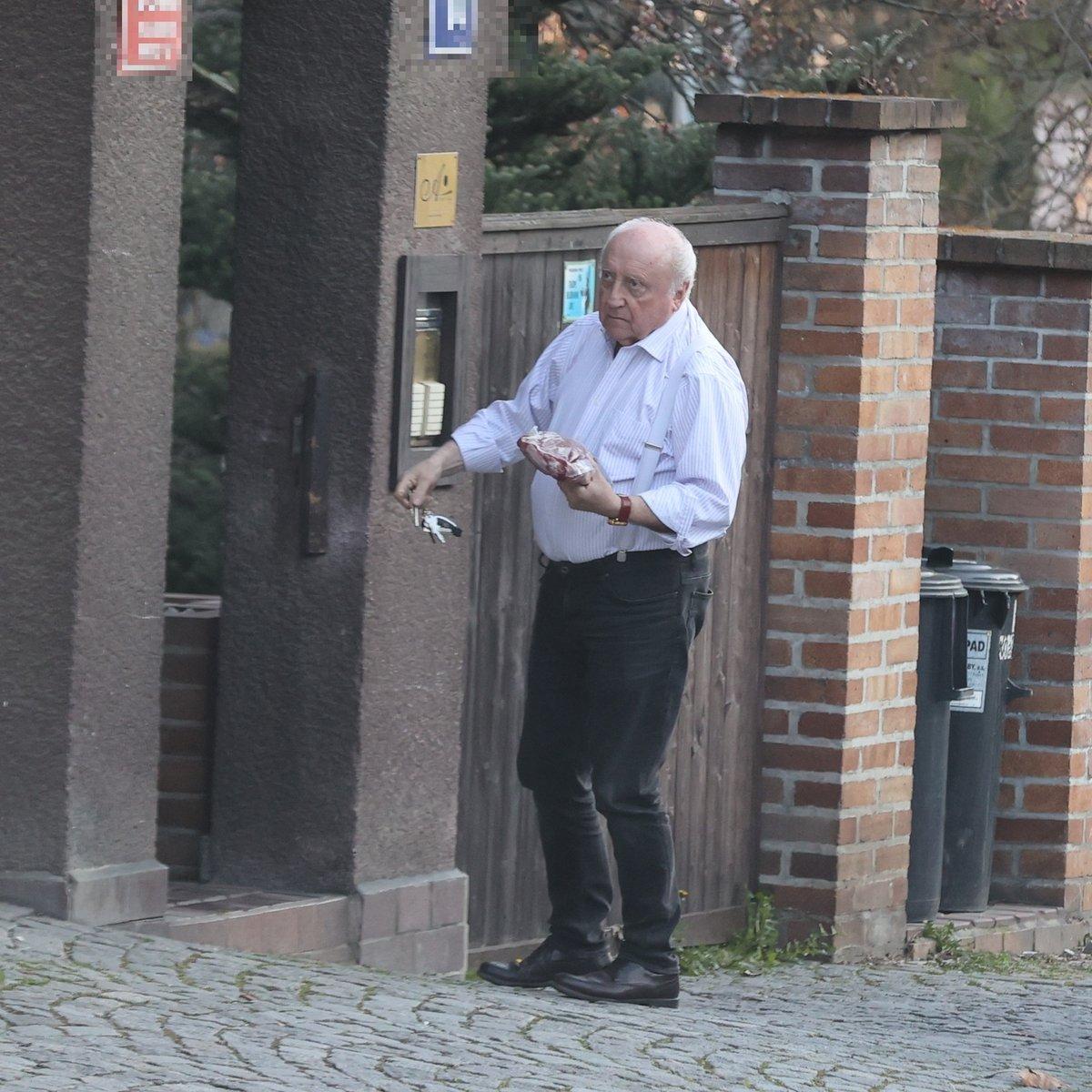 Oslava 65. narozeniny Dády Patrasové: Felix přivezl jako dárek kus masa a pak odjel za milenkou
