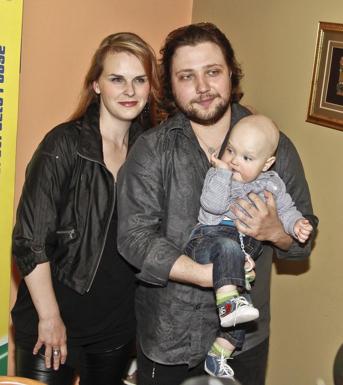 S partnerkou Kateřinou vychovává ročního syna Felixe Antonínka.
