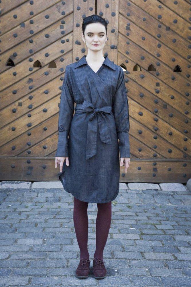 Černé košilové zavinovací šaty s puntíky La Femme Mimi, 2.450 Kč. www.lafemmemimi.com