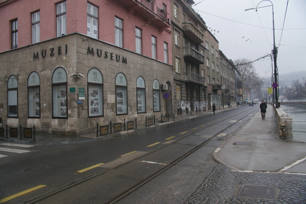 Ulice kterou arcivévoda s chotí přijížděli