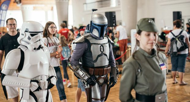 Festival Maker Faire Prague bude online, vypustí balon do stratosféry