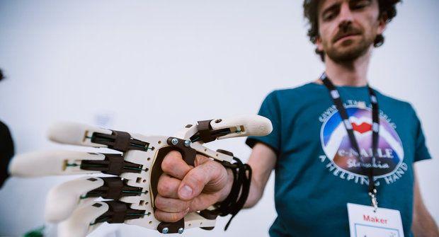 Maker Faire Prague: Papírový svět s ábíčkem i 3D čokotiskárna