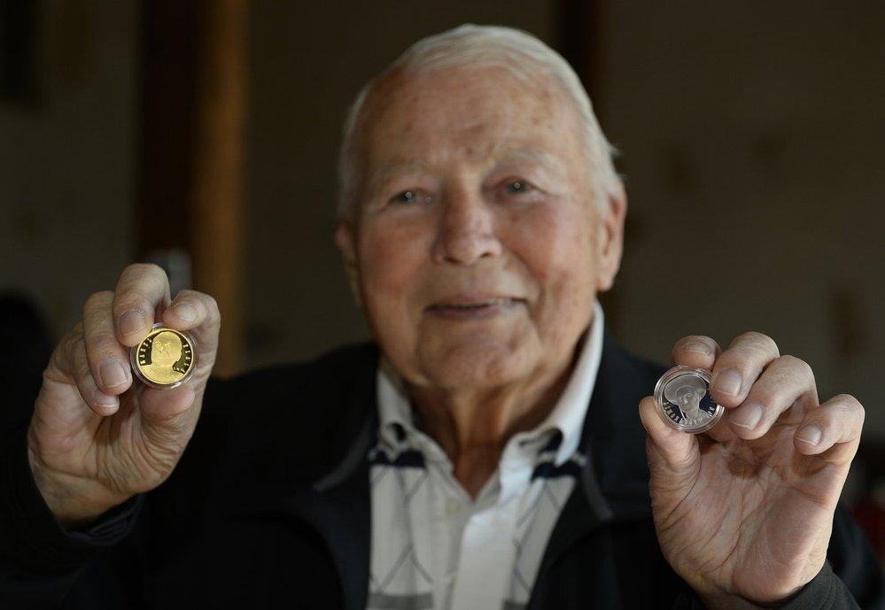 Hvězda fi lmového plátna Karel Fiala (89) má jako první osobnost z fi lmové branže zlatou medaili