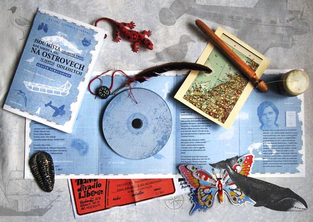 Filip Homola s projektem Kora et le Mechanix k představení Jsou místa oblíbená tmou, kde nikdy a nic na ostrovech se skrývá odlehlých zkomponovali hudbu, která vyšla na CD a byla součástí divadelním programu. Právem byla nominována na Cenu divadelní kritiky jako Hudba roku.