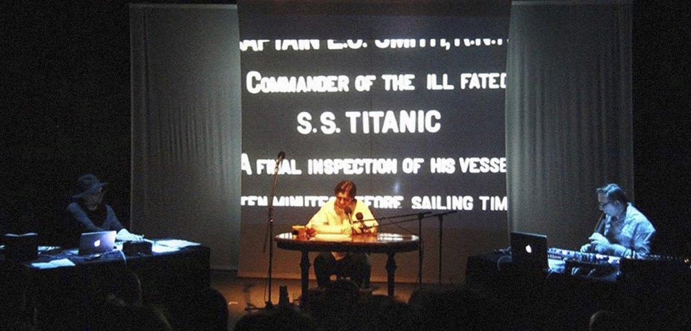 Filip Homola pro Kora et le Mechanix připravil v roce 2015 s překladatelem Pavlem Novotným divadelní představení podle knihy experimentální poezie německého autora Hanse Magnuse Erzensbergera Zánik Titaniku