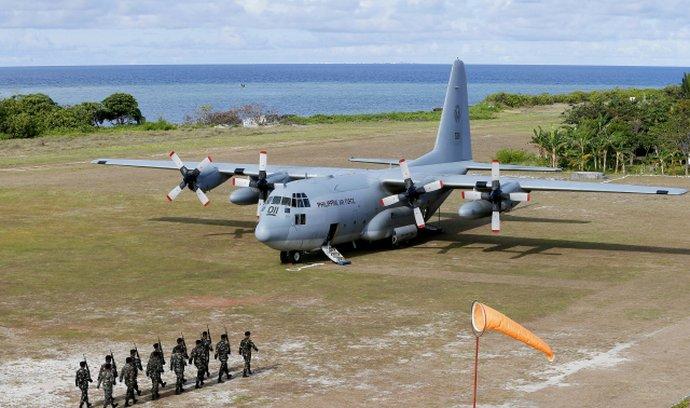 Na Filipínách se zřítilo vojenské letadlo