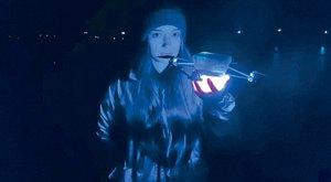 Světelná show z kufříku: Vypusťte roj dronů Flyfire!