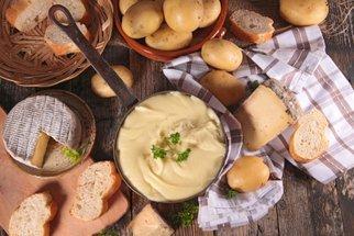 Sýr 6x jinak: Dokonalé fondue, slané koláče i omáčky jako z Itálie