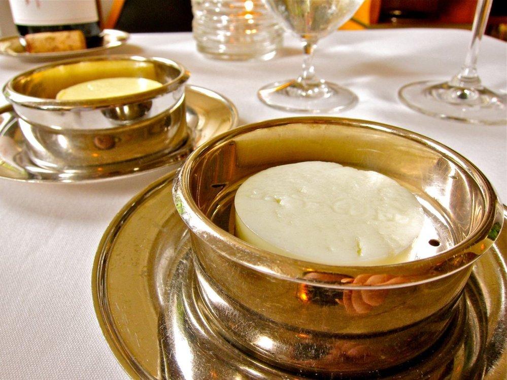 13. Pravé máslo z krav i  koz.
