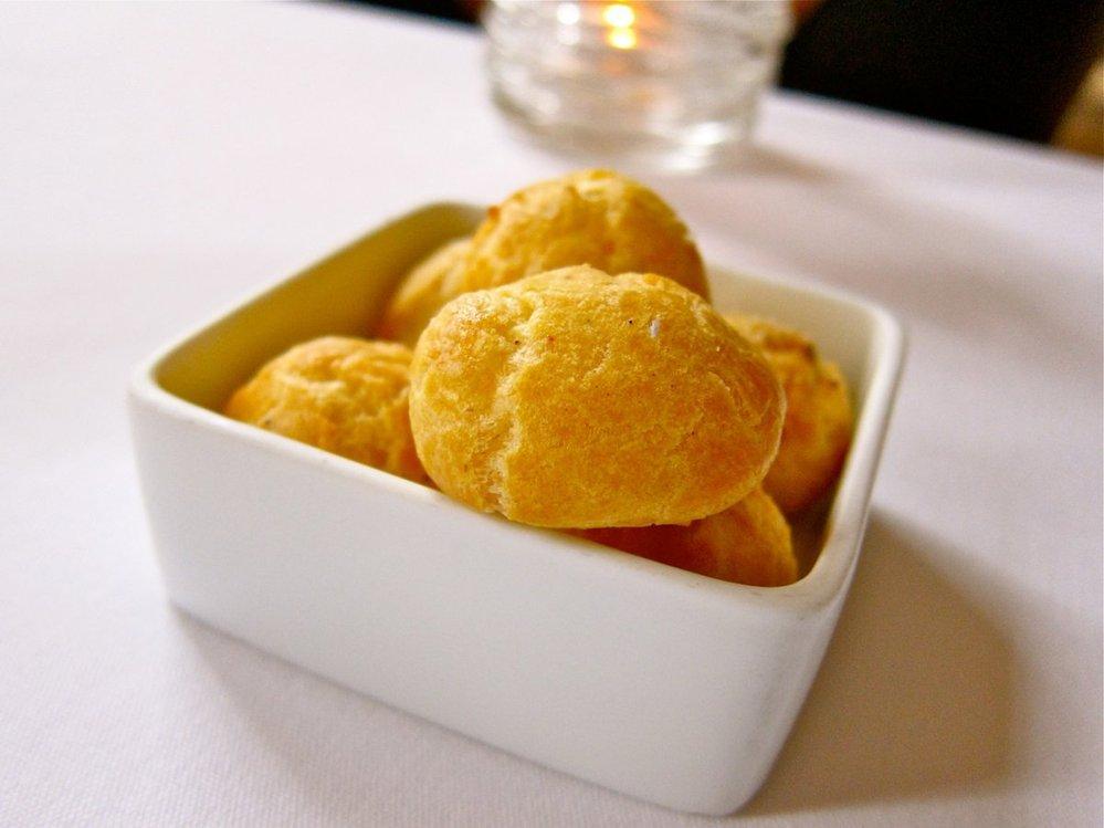 3. Předkrm - sýrové bochánky.