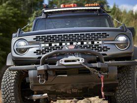 Ford Bronco dostane další drsnou verzi, z továrny vyjede se šnorchlem a navijákem