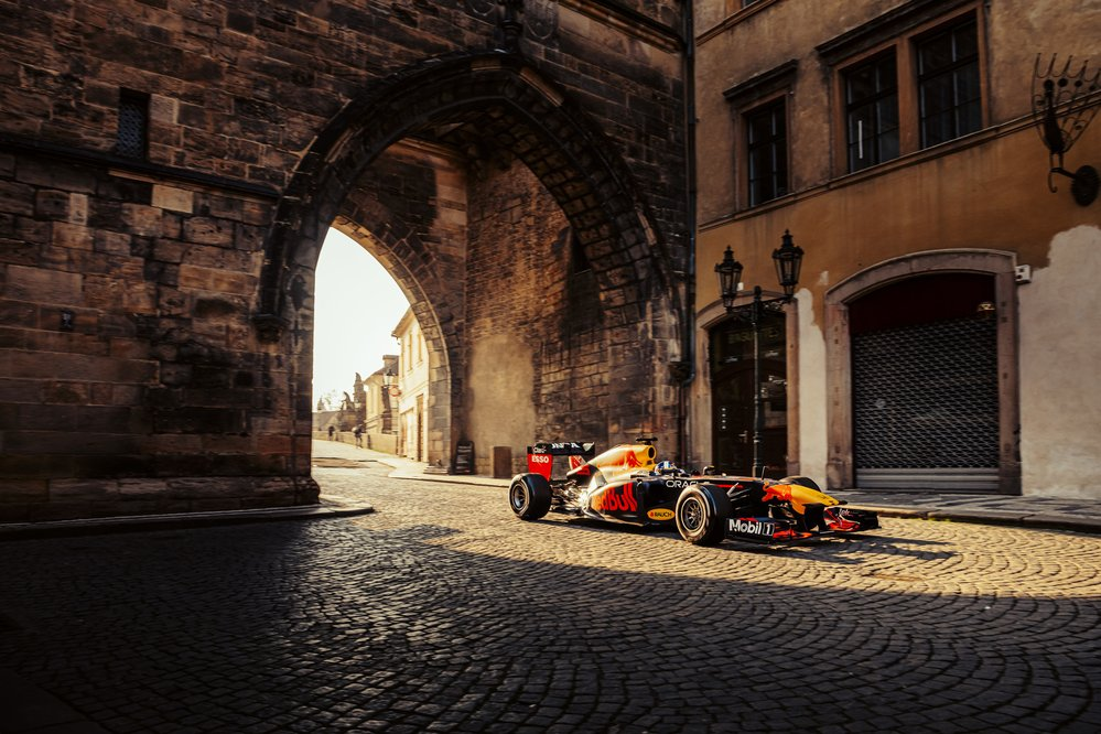 Formule 1 se proháněla centrem Prahy i na Moravě
