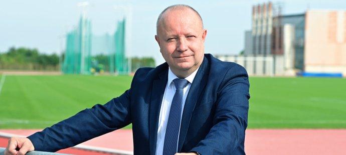 Předseda Fotbalové asociace ČR Petr Fousek u strahovského sídla
