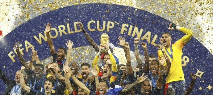 Fotbalisté Francie mají po 20 letech nad hlavami opět pohár pro mistry světa