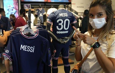Dresy Lionela Messiho jdou v Paříži už na dračku