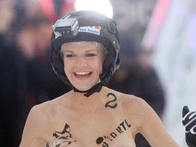 FOTO: Tohle chceme vidět na příští zimní olympiádě! Nahotiny v nafukovacích kruzích