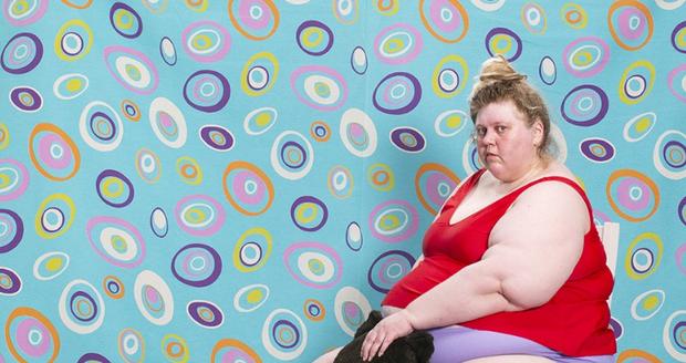 Finská umělkyně Iiu Susiraja fotí kontroverzní autoportréty.  Teď právě vystavuje v Anchorage Museum Aljaška.
