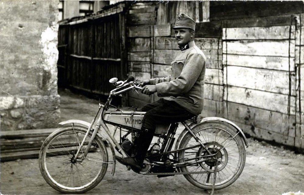 Leopold Lojka se postupně vypracoval na osobního řidiče. V osudný den vezl arcivévodu Ferdinanda