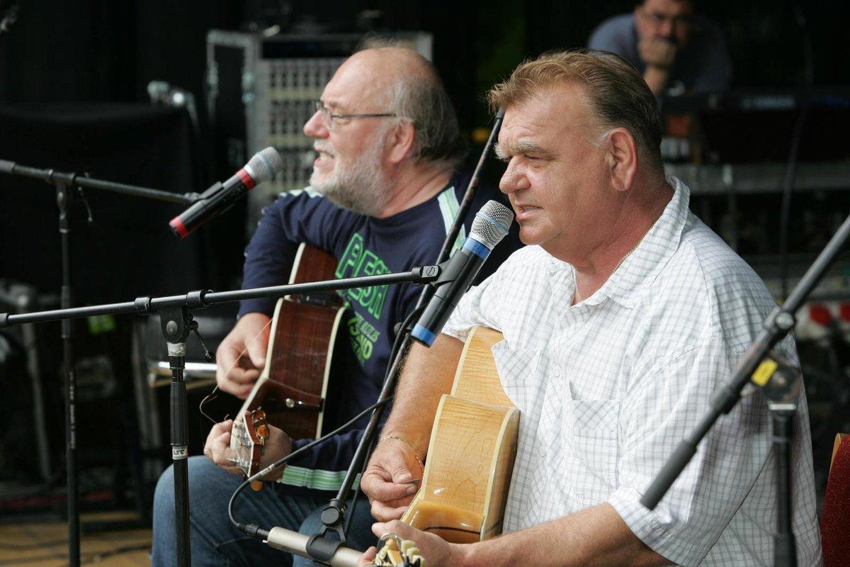 Bratři Nedvědi si už spolu nezazpívají.