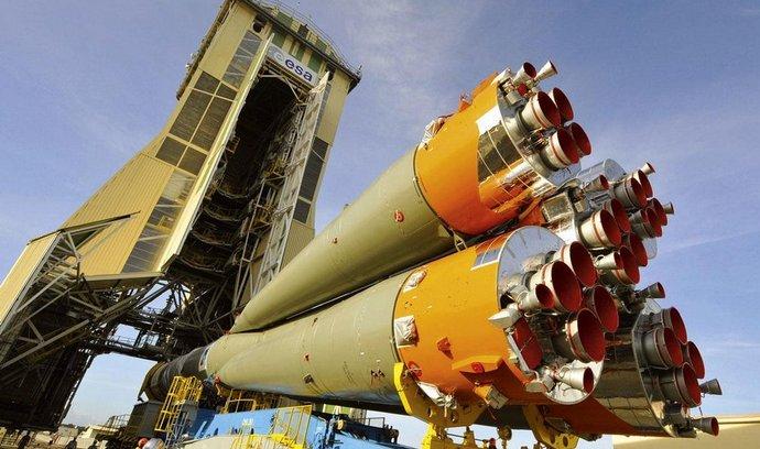 Příprava nosné rakety Sojuz ve Francouzské Guayaně