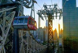 Dámy a pánové, newyorská verze petřínské lanovky nabízí mimořádnou jízdu