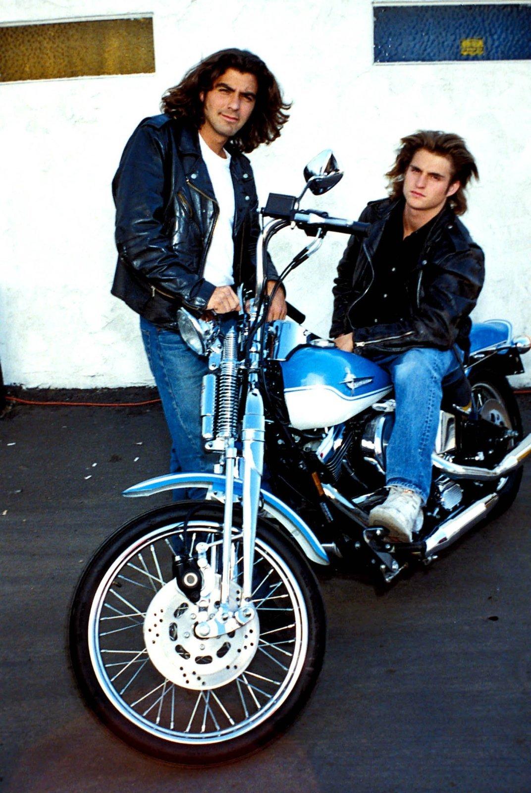 George Clooney s kamarádem Michaelem de Luisem.