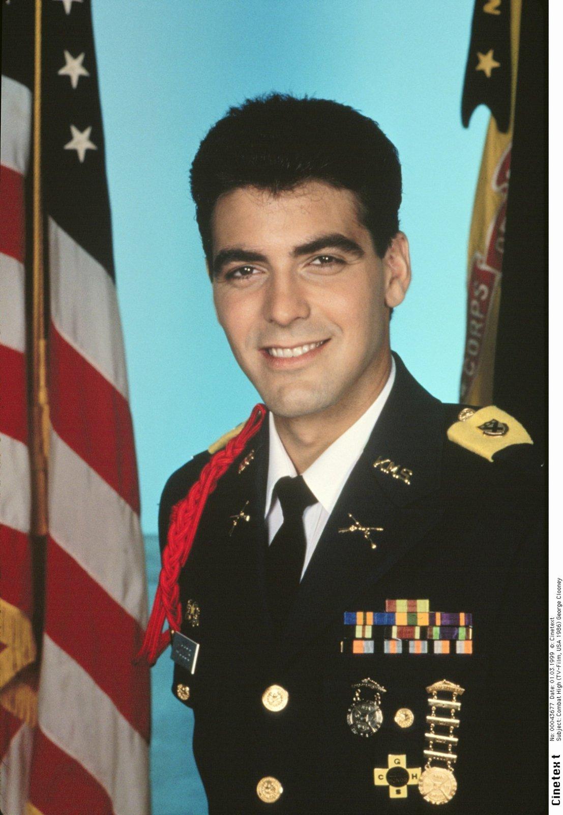 George Clooney jako voják ve filmu Combat High z roku 1986.