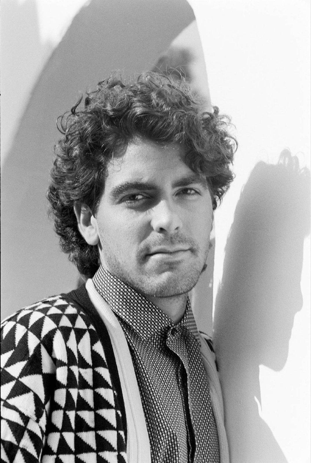 George Clooney jak vypadal v roce 1987.