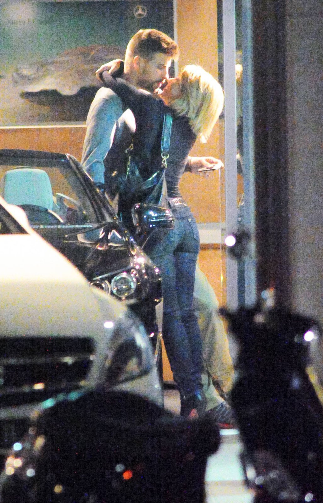 Zpěvačka Shakira se v obchodě vrhla na svoji lásku Piquého.