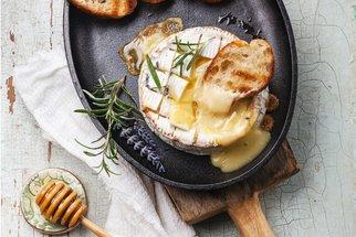 Grilovaný sýr, který chutná famózně. Recept a osvědčený postup!