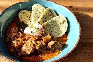 Tip na rychlý oběd: Poctivý segedínský guláš z chytrého hrnce