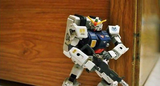 Gundam a Saber Lily nadělají z ostatních robotů ubohé vraky