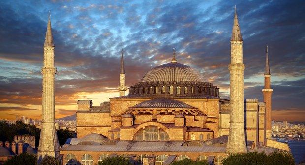 Chrám dvou světů Hagia Sofia v Istanbulu