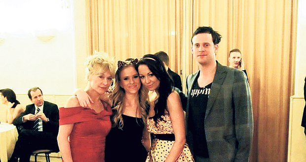 Hanychová s Prachařovo rodinou