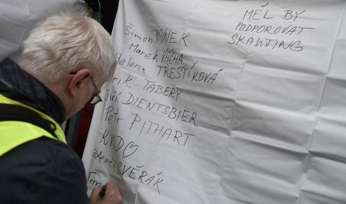 Happening Karta pro příštího prezidenta se konal 17. listopadu v Praze. Účastníci měli možnost napsat jména možných kandidátů na příštího prezidenta.