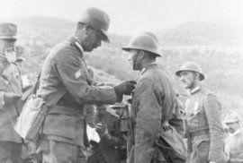 Bitva na Doss Alto je takový vztyčený legionářský prostředníček celému Rakousku