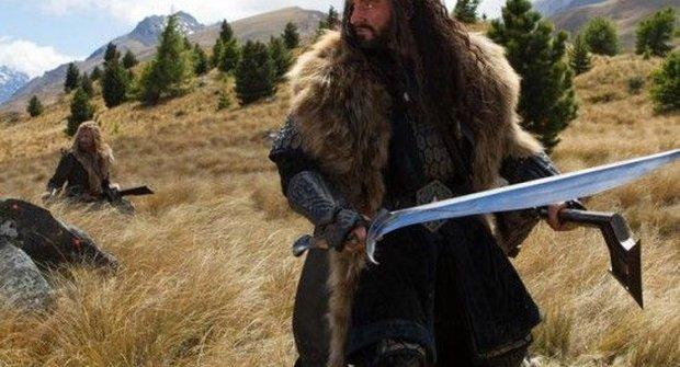 Hromada nových fotek z Hobita a Legolasův tatík s ooostrým mečem