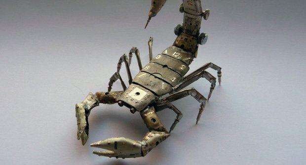 Futuretro škorpión a pavouci ze starých hodinek