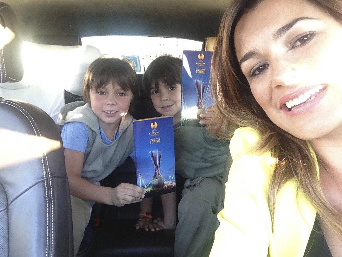 Frčíme. Alena Šeredová s kluky v autě.