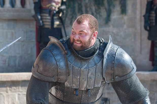 """Nakonec roli Gregora Clegana převzal Hafþór Júlíus Björnsson, který s ním i """"prodělal"""" osudový zápas s Oberynem Martellem"""