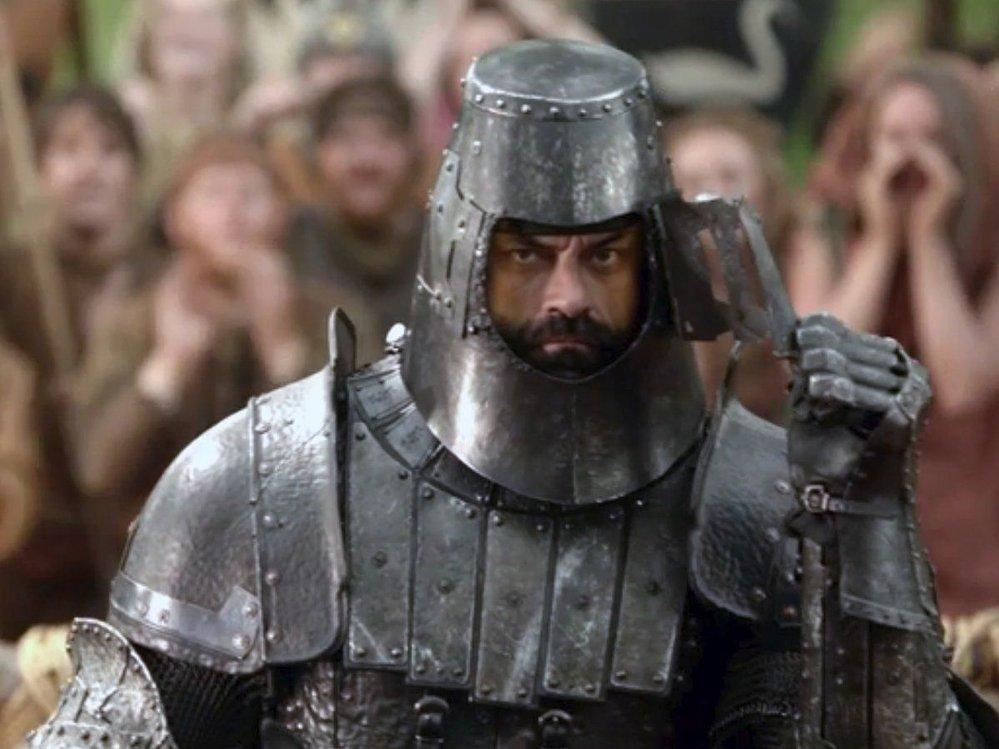 Conan Stevens vtiskl Horovi charakter, který se jeho následovníci snažili napodobit. Stevens odešel kvůli roli v Hobitovi.