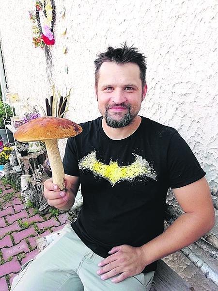 Mykolog Michal Mikšík s jedním ze svých záviděníhodných úlovků.