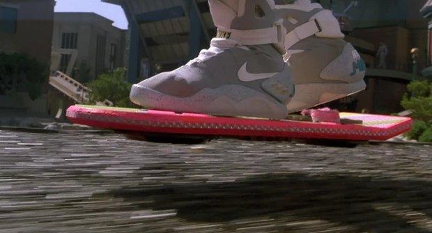 Skateboard bez koleček? Hoverboard z Návratu do budoucnosti existuje!